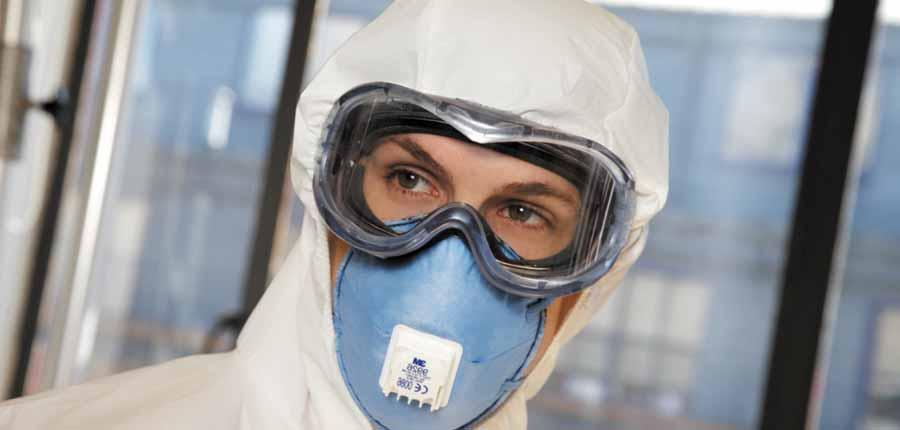 Защитные очки и маска